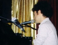 Peter Salett performing